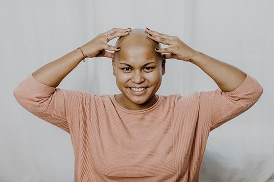 Krebspatientin ohne Haare