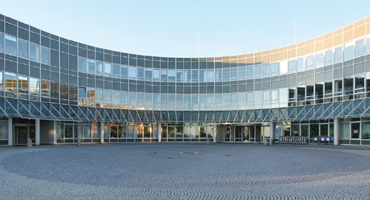 Abb. 1: Außenansicht des Universitätsklinikums Regensburg.