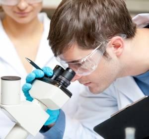 Molekulare+Diagnostik+gewinnt+an+Bedeutung%3A+Herausforderung+f%C3%BCr+die+Pathologie%3F+