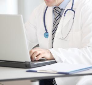 Dokumentation: Mediziner verbringen viel Zeit am Schreibtisch