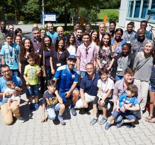Filmstar unterstützt Patienten mit seltener Blutkrankheit in Regensburg