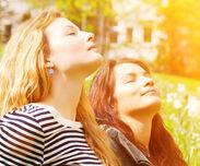 DKFZ klärt auf: Richtig vor UV-Strahlen schützen