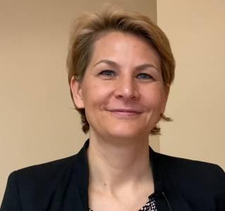Zum Video: Sabine Seiler: Brustkrebs in der Schwangerschaft und präventives Denosumab bei Patientinnen mit BRCA-Mutation
